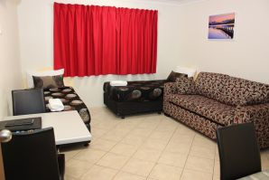 1 Bedroom Family Room at Rocky Gardens Motor Inn